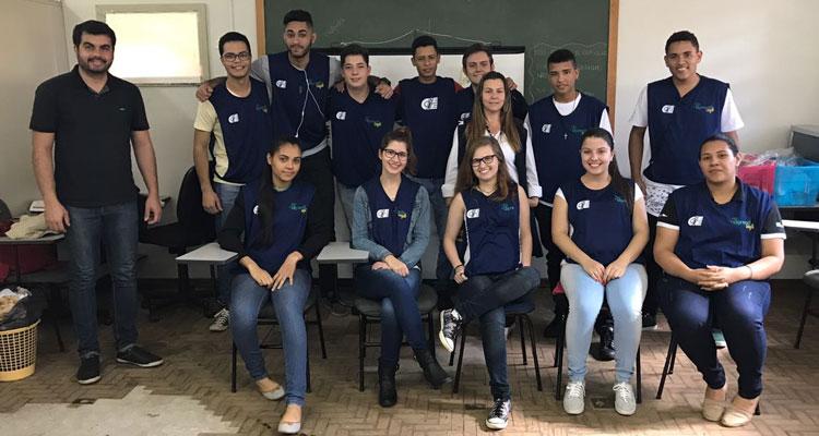 Jovens fazem curso de administração no PAT pelo CIEE