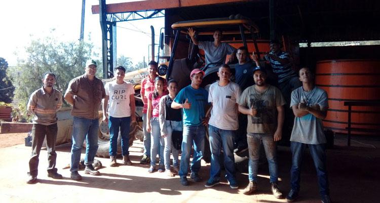 Alunos do curso de máquinas agrícolas fazem aulas na área rural
