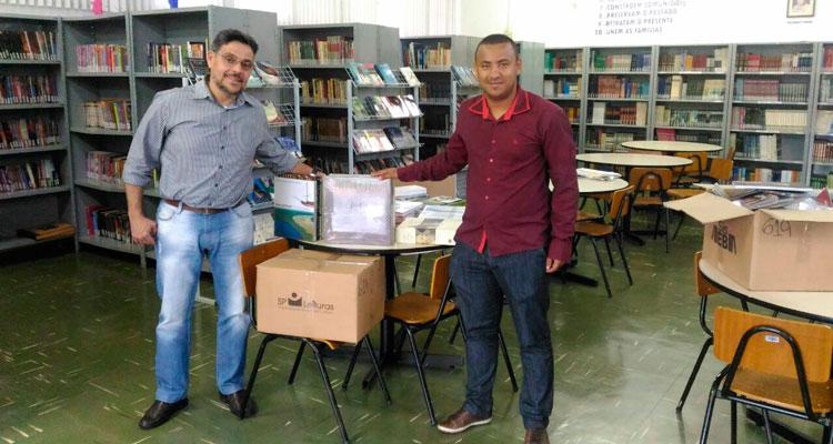 Prefeitura recebe livros do Governo do Estado