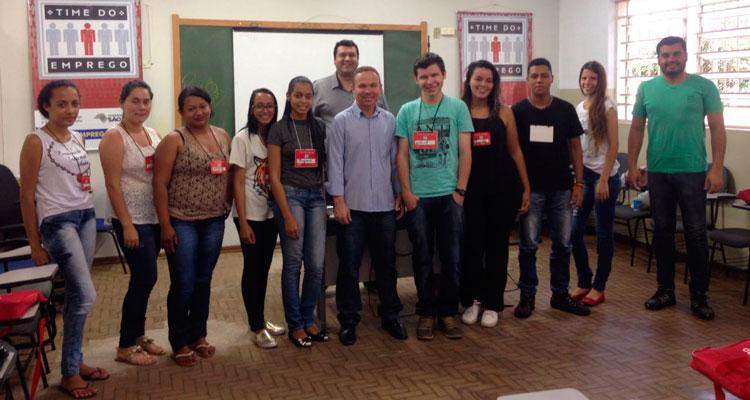 """Alunos do """"Time do Emprego"""" assistem palestra com Paulo Giovani de Lima, da Ágape"""