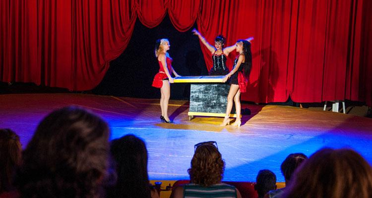 Entidades sociais assistem de graça espetáculo circense