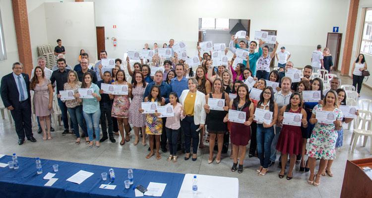 60 alunos recebem certificado em cursos de qualificação profissional