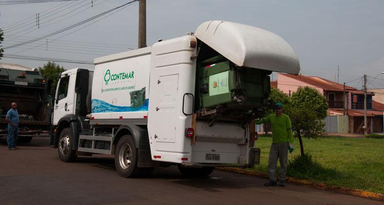 Caminhão faz lavagem e higienização automática de contêineres