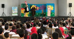Diversão: crianças da rede pública assistem peça de teatro