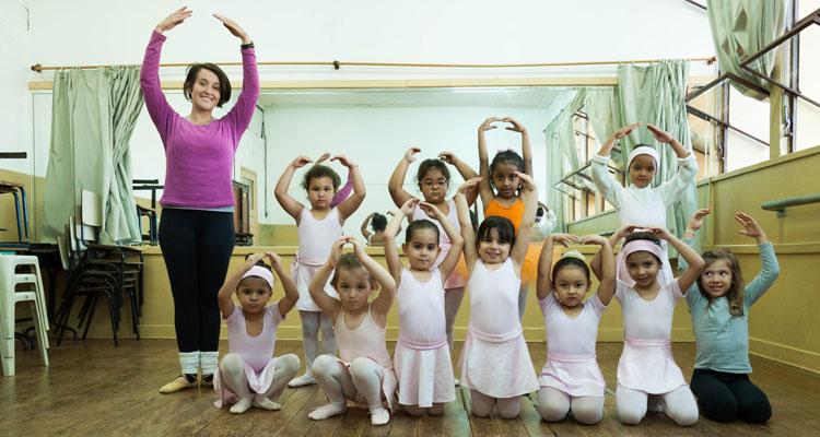 Curso de balé da Prefeitura reúne 50 crianças