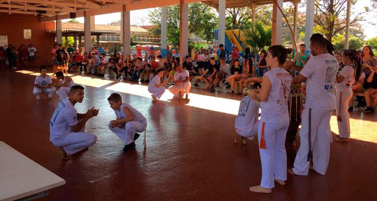 Capoeira trabalha inclusão e desenvolvimento social