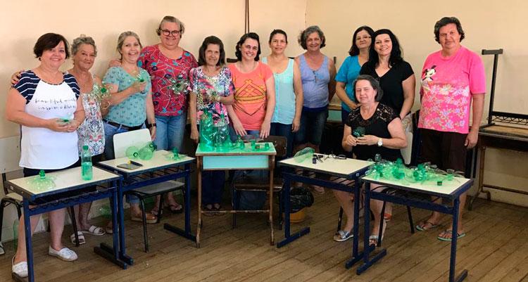 Projeto incentiva artesanato sustentável para o natal