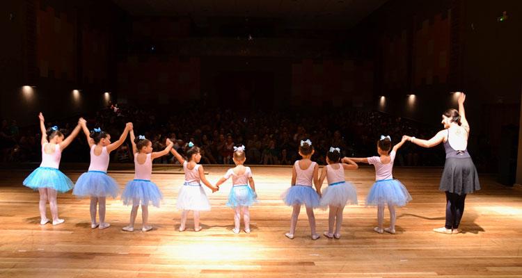 Apresentação dos alunos da Cultura lota o Teatro