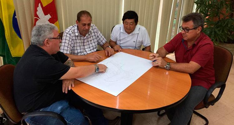 Prefeitura e Clube de Cavaleiros firmam parceria para desassorear a lagoa do Centro de Lazer