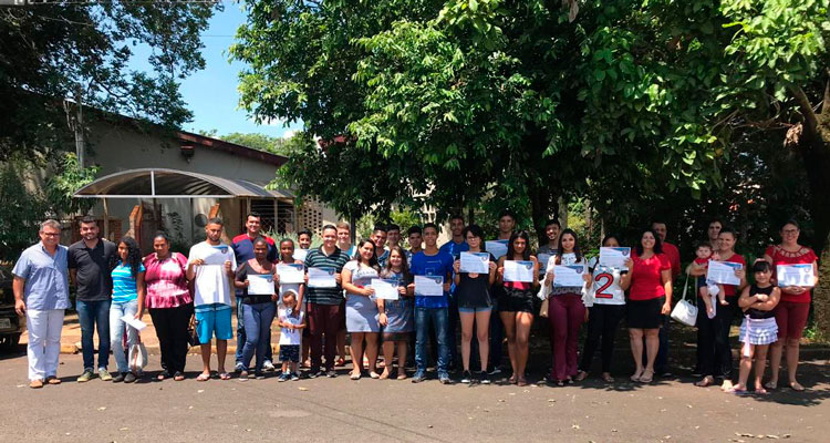 25 jovens recebem certificado de conclusão do Time do Emprego