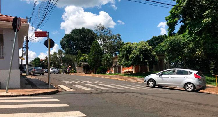 Rua em frente à Prefeitura passa a ser mão única