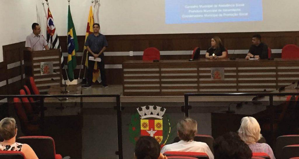 Conferência debate assistência social