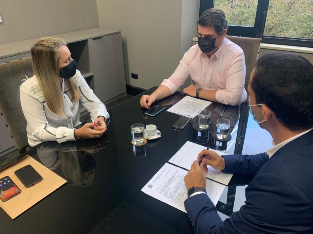 Em São Paulo, prefeita e equipe buscam ações para empresas e outros investimentos