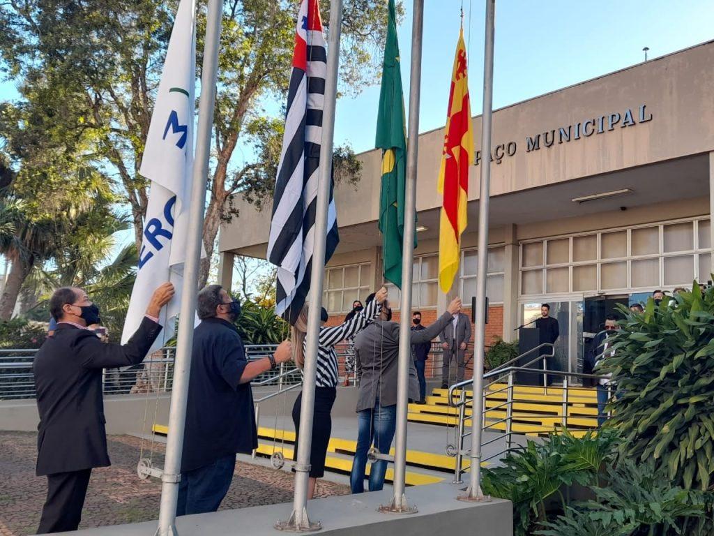 Hasteamento das bandeiras marca aniversário de Iracemápolis