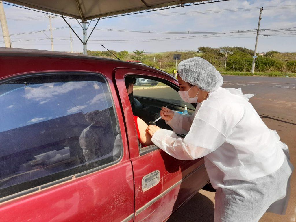 Município avançou com 2.226 doses de vacinas aplicadas de segunda a sábado